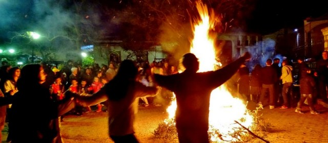 """Αναβίωση Παραδοσιακού Εθίμου """"Άναμμα Φωτιάς"""""""